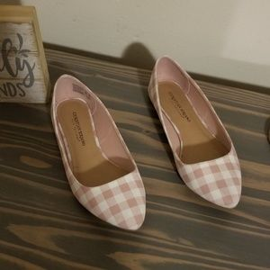 Size 7.5 pink and white checkered flats